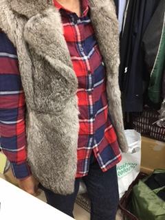 毛皮のコートをカジュアルなベストにリメイク
