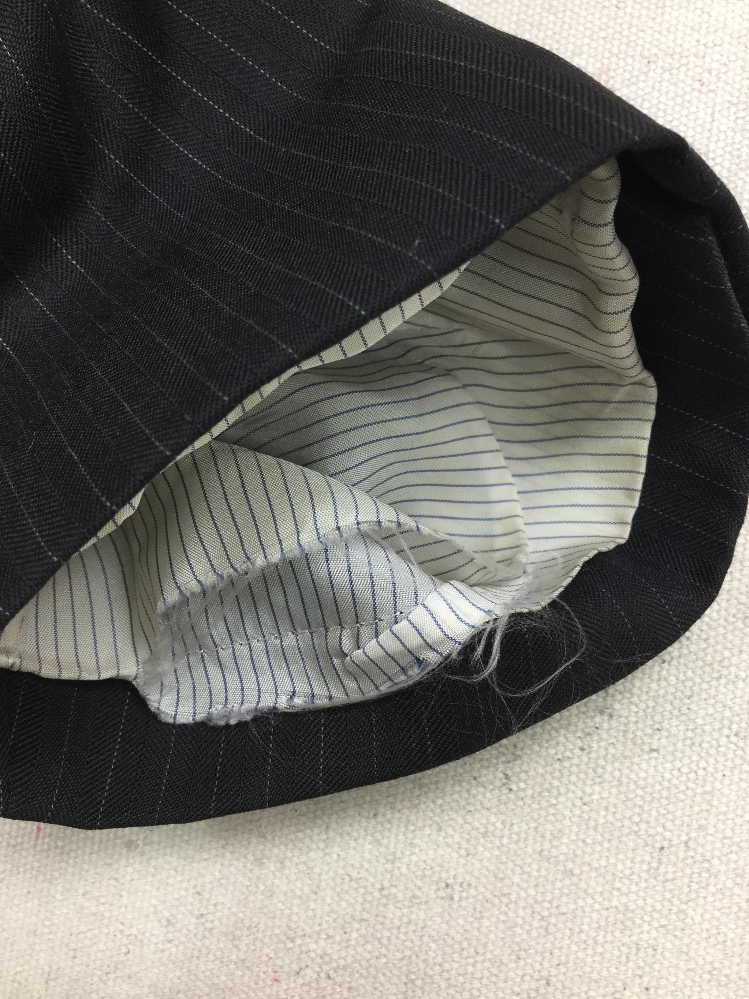 ジャケットの袖裏交換と袖口破れ 袖口のすり切れ修理